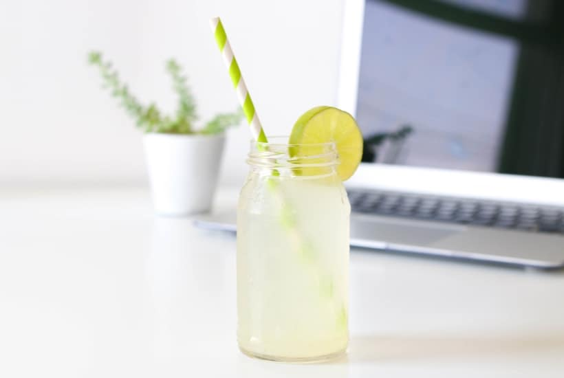 Glass of limeade with cut lime while consider how $0 commission trading might affect dividend investing strategies