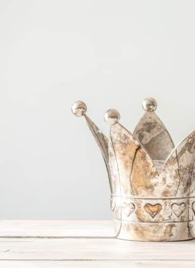 Metal crown for the Dividend Kings List updated for 2019