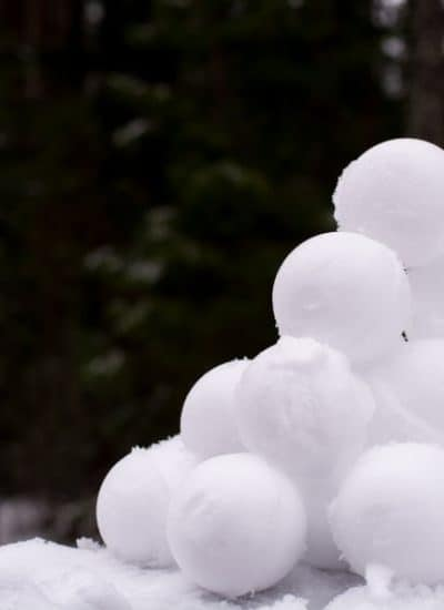Pile of snowballs for building a dividend snowball investing strategy