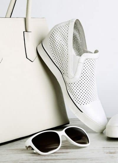 White handbag, sneakers, and sunglasses while gathering long commute tips.